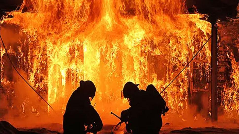 छत्तीसगढ़ में नक्सलियों ने लगाई तेंदूपत्ता गोदाम में आग, 9 करोड़ का नुकसान