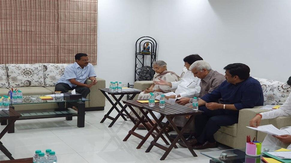 शीला दीक्षित ने की मुख्यमंत्री अरविंद केजरीवाल से मुलाकात, बिजली-पानी का उठाया मुद्दा
