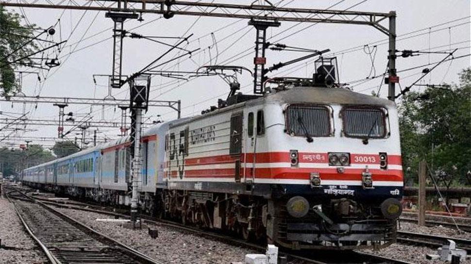 चक्रवात वायु: पश्चिम रेलवे ने तटीय गुजरात इलाके में ट्रेनें कीं निरस्त