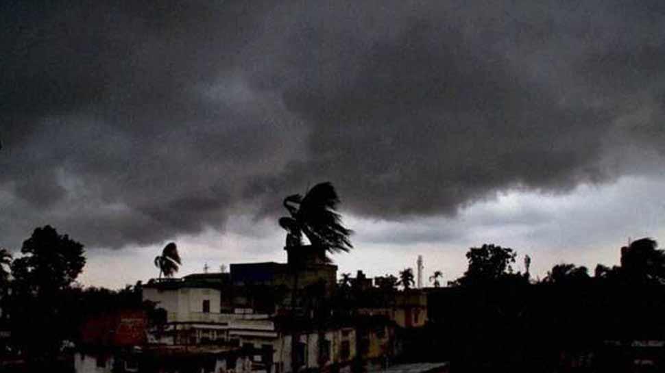 दिल्ली में आंधी-बारिश से लुढ़का पारा, 10 डिग्री सेल्सियस नीचे पहुंचा तापमान