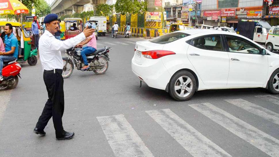 UP में ट्रैफिक नियमों की अनदेखी अब पड़ेगी भारी, आज से 5 गुना ज्यादा भरना होगा जुर्माना