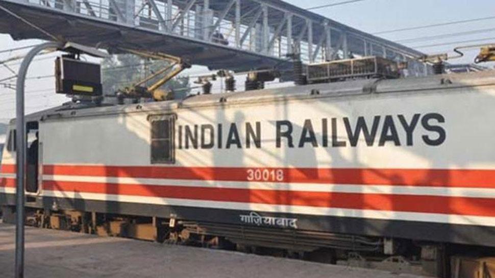 तूफान 'वायु' का असर रेलवे पर भी, 77 ट्रेनें रद्द तो 33 अन्य आंशिक रूप से रोकी गईं