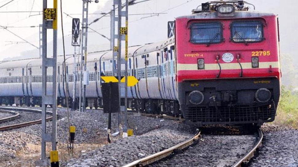 BJP सांसद ने रेल मंत्री से पूछा, 'ट्रेनों में मालिश क्या भारतीय संस्कृति के अनुरूप है?'