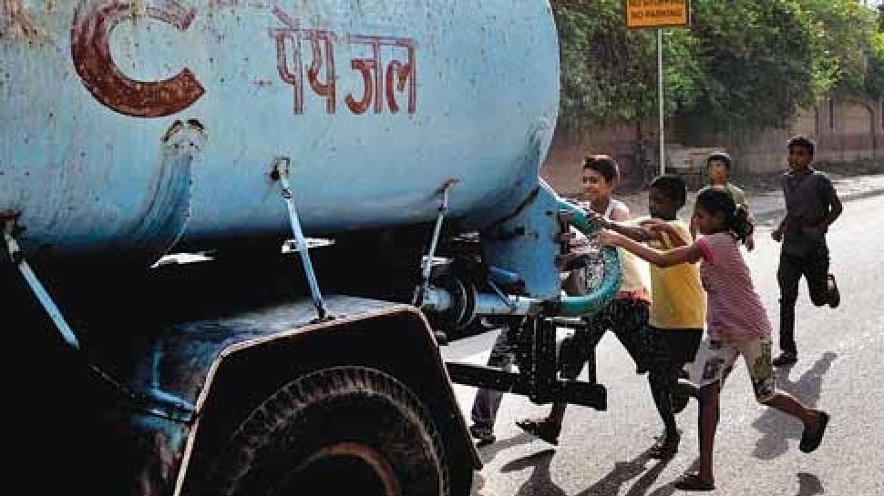 उदयपुर: प्रशासन की अनदेखी से बढ़ी टैंकर संचालकों की मनमानी, जनता परेशान
