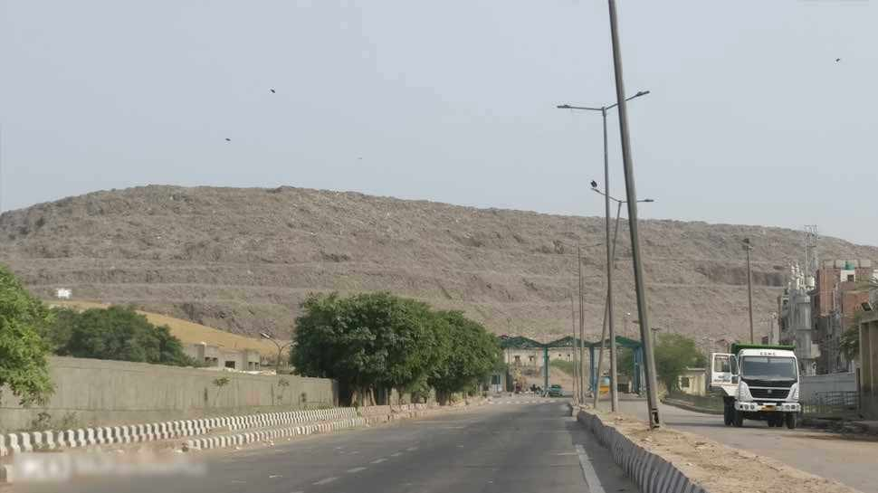 अगर ऐसे ही बढ़ता रहा कूड़ा तो 'कचरे का पहाड़' हो जाएगा ताजमहल से भी ऊंचा