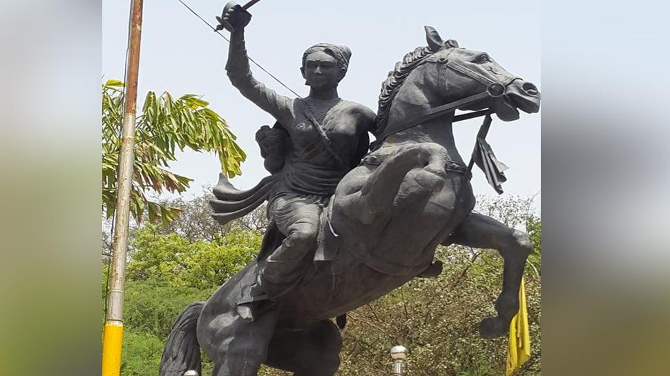 लक्ष्मीबाई बलिदान मेले के आयोजन के लिए आपस में भिड़े कांग्रेस-BJP के दिग्गज, बोले- 'इस पर हमारा अधिकार'