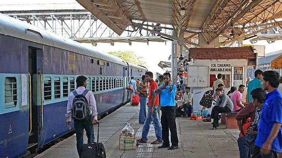 जयपुर रेलवे स्टेशन पर खुलेआम नियमों को तोड़ रही जनता, सुरक्षा बल बेफिक्र
