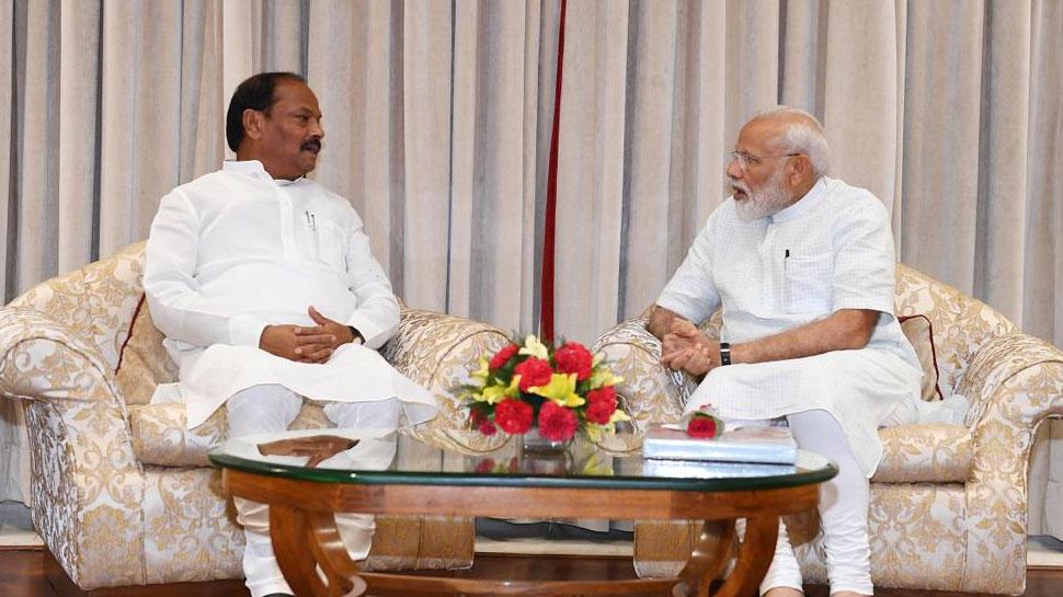 सीएम रघुवर दास ने की पीएम मोदी से मुलाकात, शुरू हुई झारखंड में सियासत