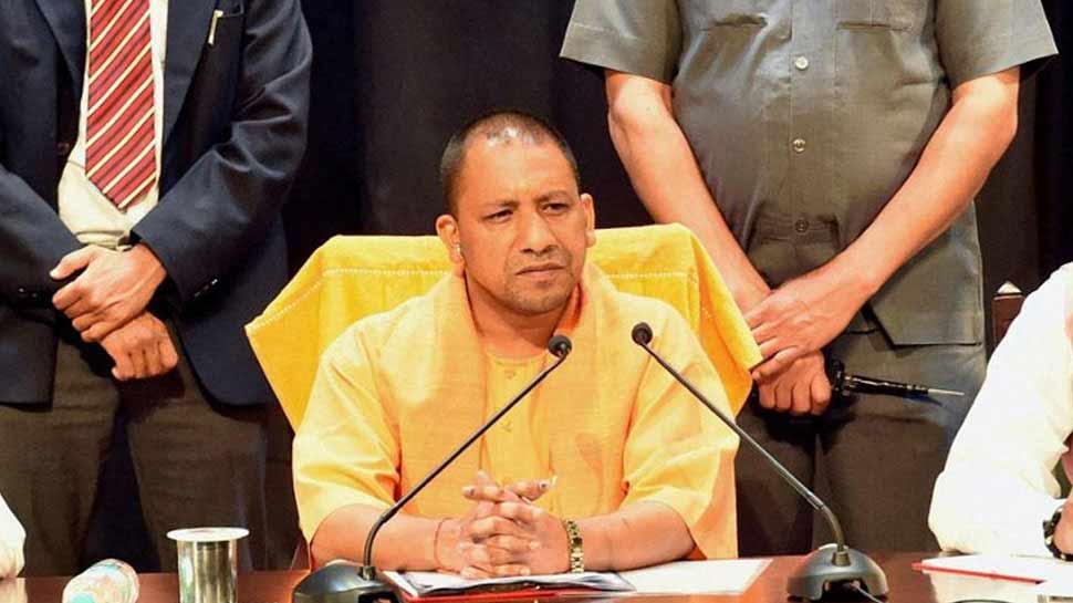 CM योगी का आदेश, 'वाराणसी में मंदिरों के आस-पास शराब और मांसाहारी भोजन पर पूर्ण प्रतिबंध'