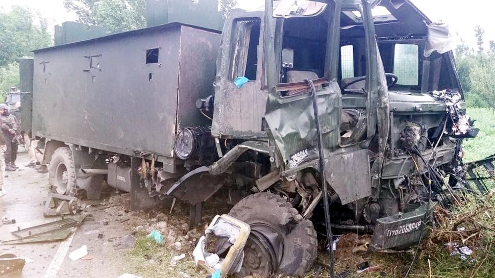 पुलवामा में आतंकी हमला, आतंकवादियों ने IED विस्फोट कर काफिले को निशाना बनाया