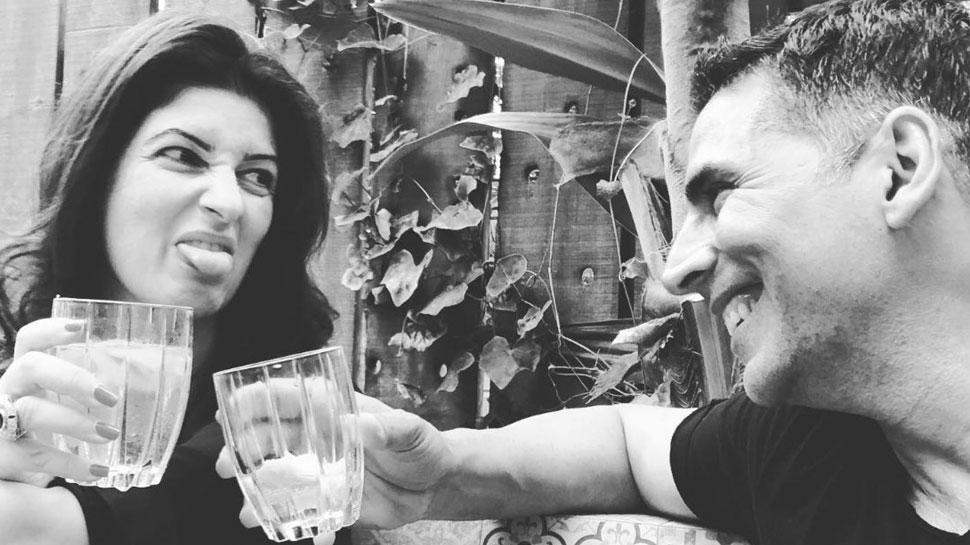 अक्षय कुमार को मिस कर रही हैं पत्नी ट्विंकल खन्ना! तस्वीर पर लिखा, 'जब यह HUNK... '