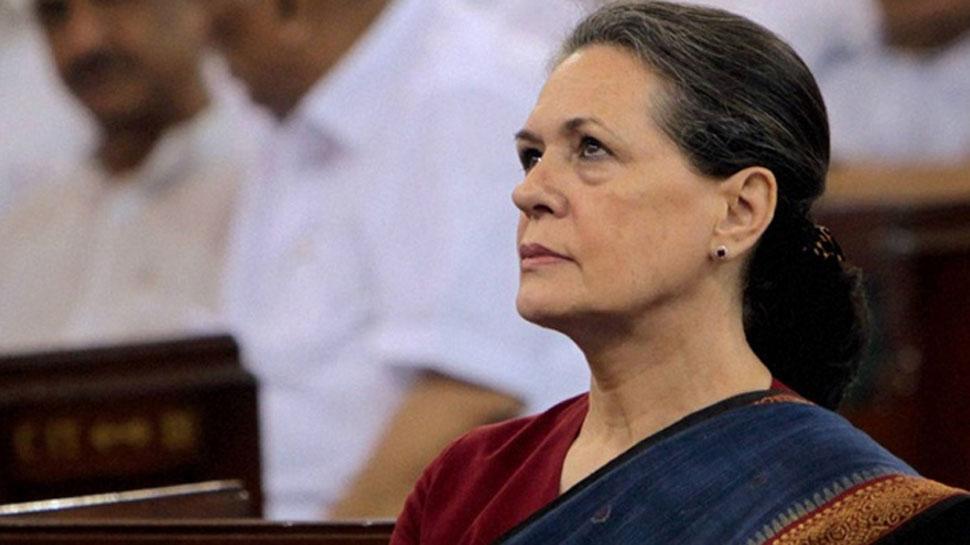 संसद में कैसी होगी प्लानिंग, मशविरे के लिए सोनिया गांधी के घर पर जुटे दिग्गज कांग्रेसी