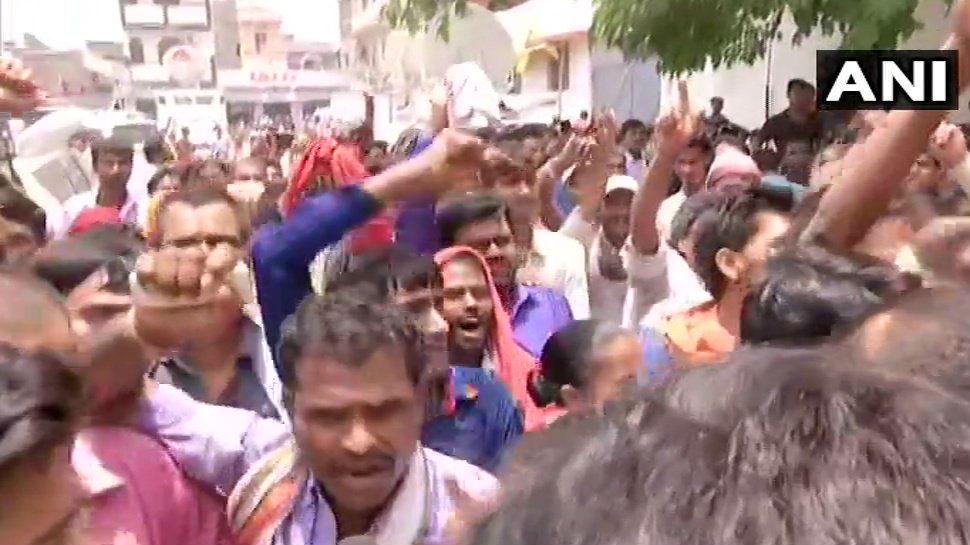 VIDEO: मुजफ्फरपुर पहुंचे नीतीश कुमार का विरोध, लोगों ने लगाए 'वापस जाओ' के नारे