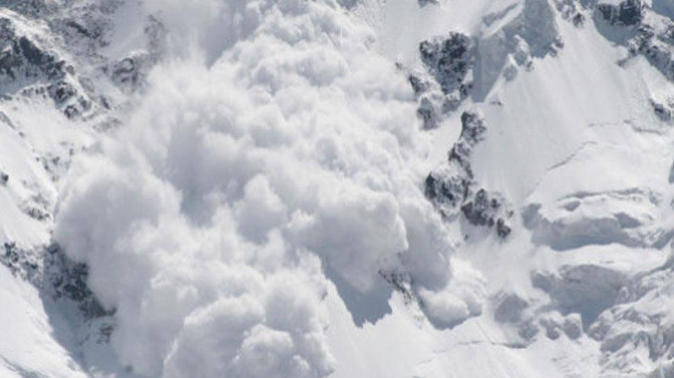 हिमस्खलन से पाकिस्तानी पर्वतारोही की मौत, इटली का पर्वतारोही हुआ घायल