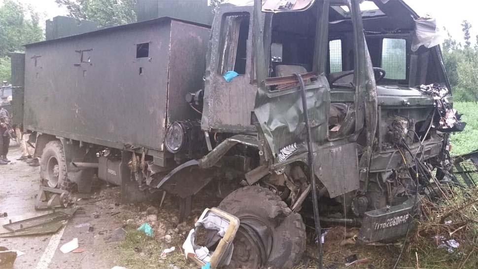 ड्राइवर की होशियारी से बची 10 सैनिकों की जान, आतंकियों ने IED से किया था हमला