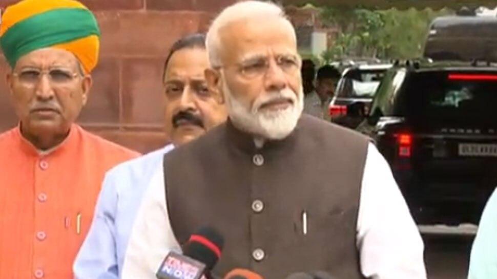 ट्विटर पर इस महिला को फॉलो कर रहे हैं PM मोदी, ममता बनर्जी से है ये कनेक्शन