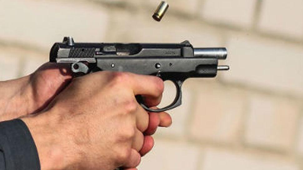 नोएडा में बाइक सवार अपराधियों ने की व्यक्ति की गोली मारकर हत्या