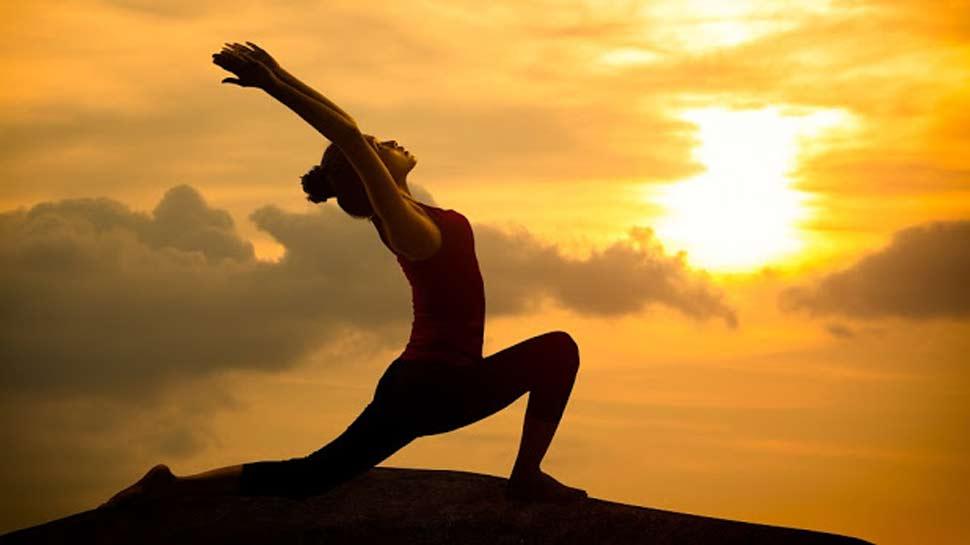 International Yoga Day: लाख बीमारियों की एक दवा है 'सूर्य नमस्कार', 15 मिनट में सारे दर्द गायब...
