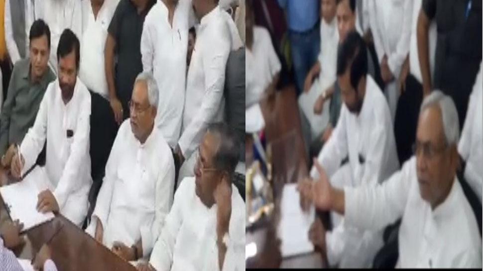 VIDEO: रामविलास पासवान के नॉमिनेशन के दौरान मीडिया पर भड़के नीतीश कुमार
