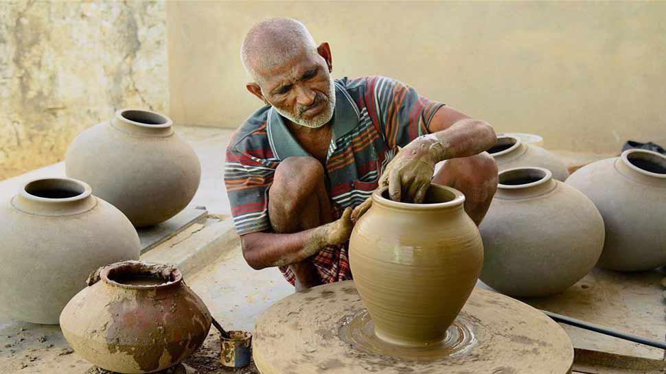कुम्हारों के लिए अच्छी खबर, माटी कला के माध्यम से यूपी सरकार देगी रोजगार