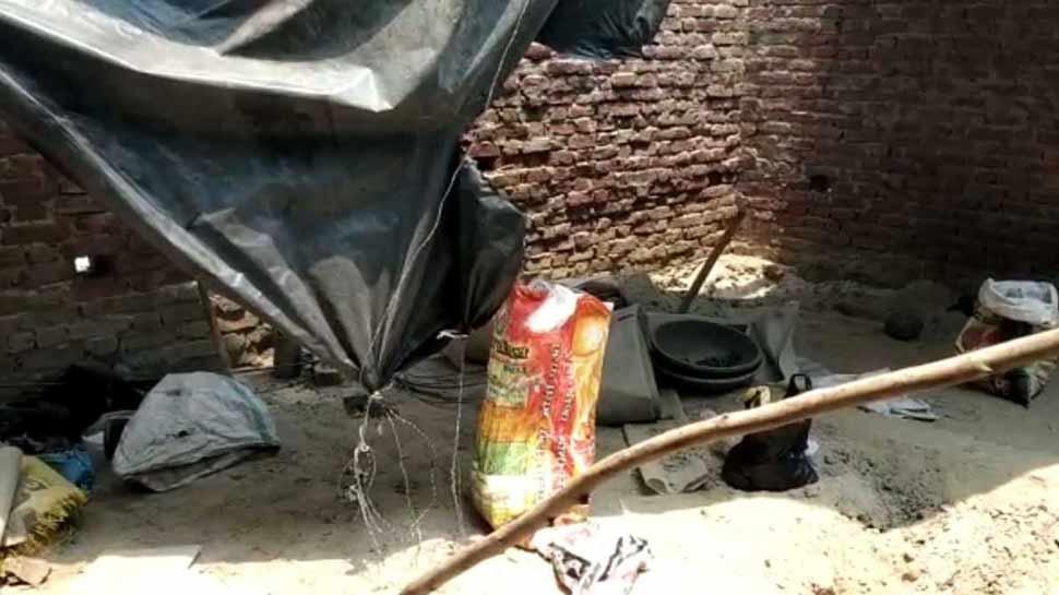 रामपुर के इस गांव में बन रहे थे देसी बम, पुलिस ने मारा छापा, एक गिरफ्तार