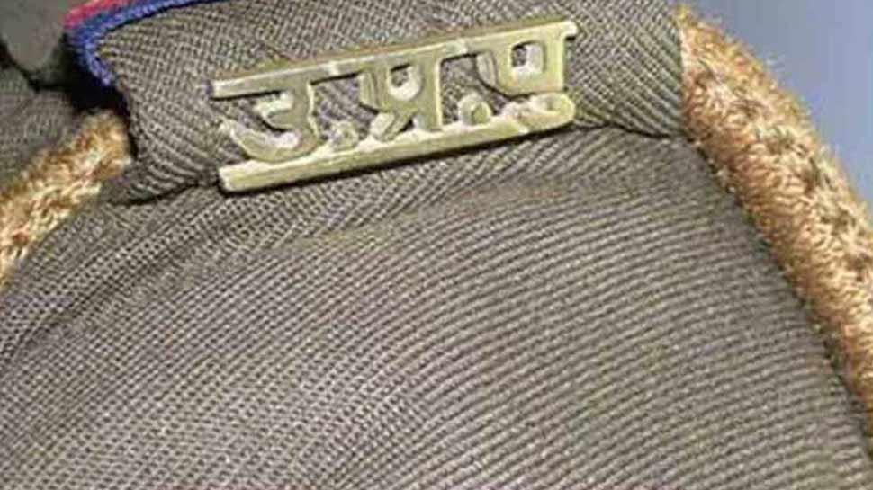 मथुरा: ATM लूटने की कोशिश कर रहे थे बदमाश, पुलिस की गाड़ी का सायरन सुन भाग खड़े हुए