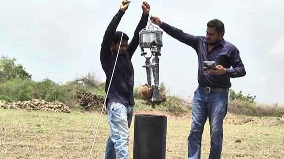 बोरवेल में गिरे बच्चे को चुटकियों में बाहर निकालेगा 'रोबोट', किसान के बेटे का अविष्कार