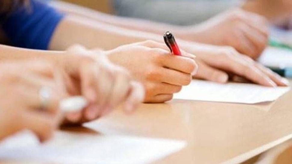 मथुरा: LLB एग्जाम में सामूहिक नकल, DM ने की परीक्षा निरस्त करने की सिफारिश
