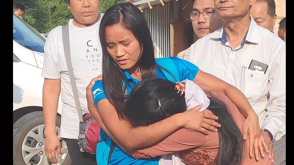 पिता के निधन के बावजूद देश के लिए खेली हॉकी, जीतकर लौटी तो मां ने लगाया गले