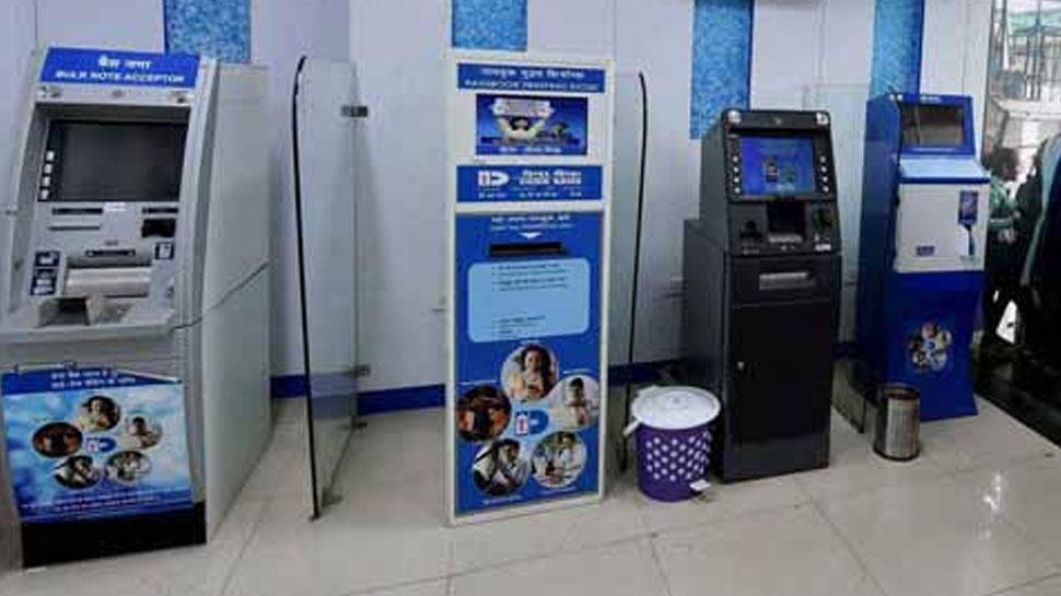 ATM ट्रांजेक्शन हो गया फेल और पैसे कट गए, तो बैंक आपको देगा जुर्माना, जानें नियम