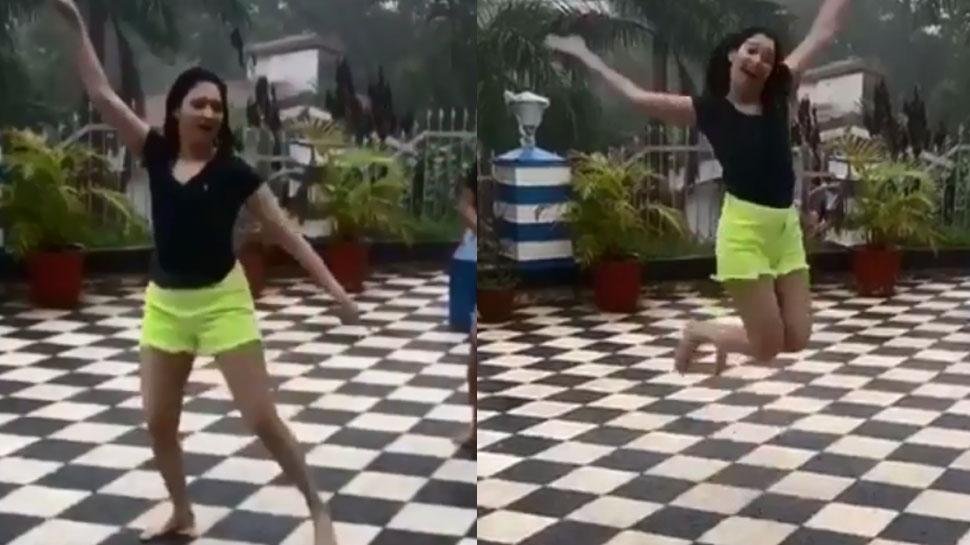 छम-छम बारिश में जमकर नाचीं 'बाहुबली' एक्ट्रेस तमन्ना भाटिया, VIDEO में देखिए मस्ती