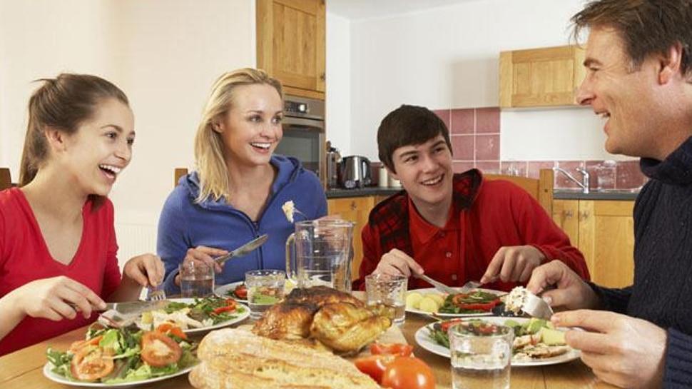 मॉनसून के दौरान खानपान का रखें विशेष ख्याल, खाने में भूलकर भी शामिल न करें ये चीजें