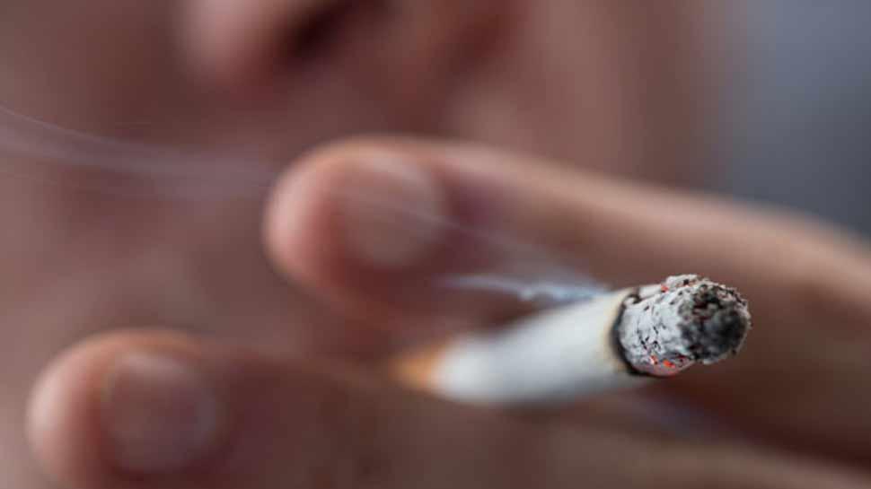 स्मोकिंग के मामले में चीन सबसे आगे, 35 करोड़ करते हैं धूम्रपान