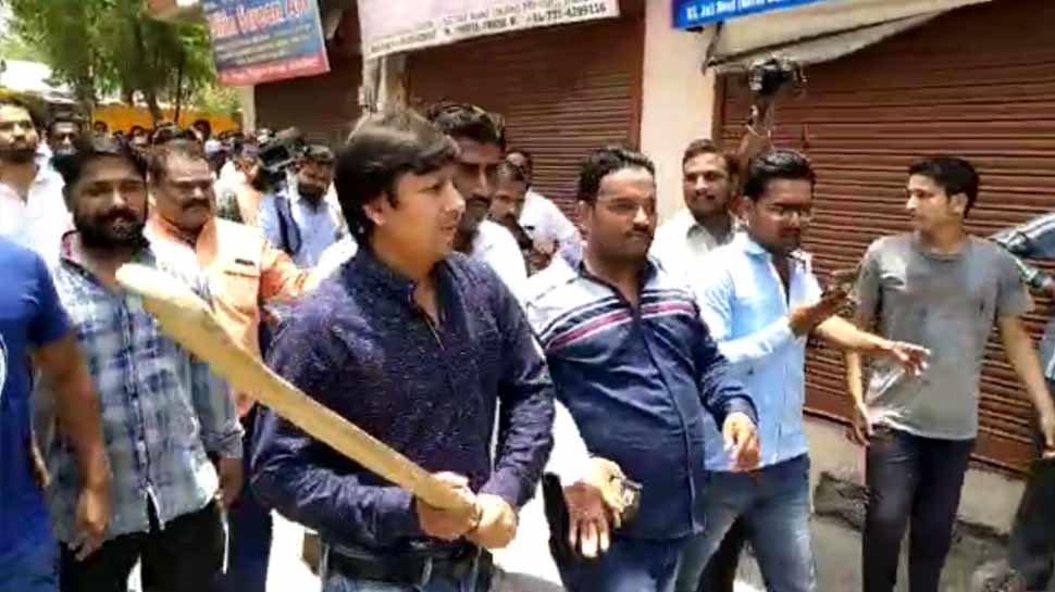 इंदौर: बल्ला कांड आरोपी आकाश विजयवर्गीय के कार्यालय के सामने हर्ष फायर से बढ़ा विवाद