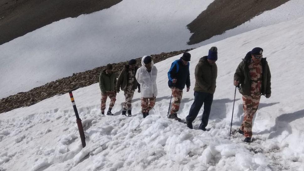 ITBP डीजी ने कैलाश मानसरोवर यात्रा की व्यवस्थाओं का लिया जायजा, शुरू किया हिमालयी सफाई अभियान