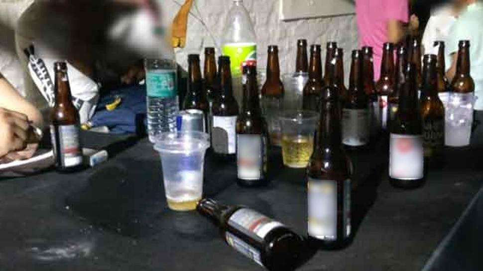 शराबियों से परेशान जिला कार्यालय पहुंचीं छात्राएं, बोलीं- स्कूल के पास से हटाए जाएं ठेके