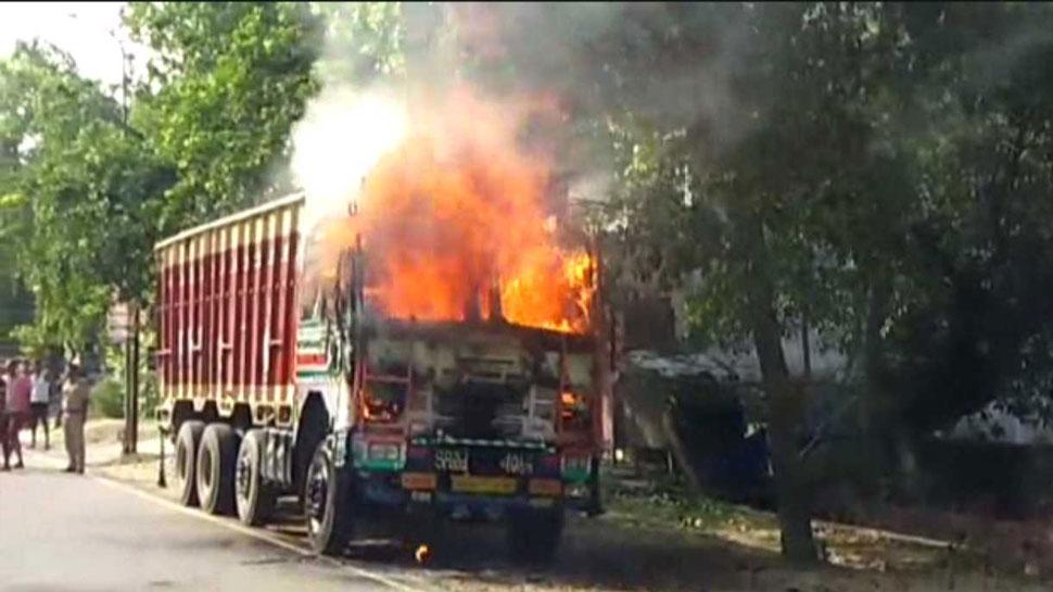 SSP ऑफिस के सामने खड़े ट्रक में लगी आग, हाईवे पर मची अफरा-तफरी