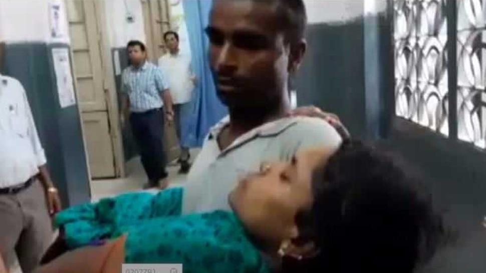 PMCH : गर्भवती महिला को नहीं मिला स्ट्रेचर, पति ने कंधों पर दिया सहारा