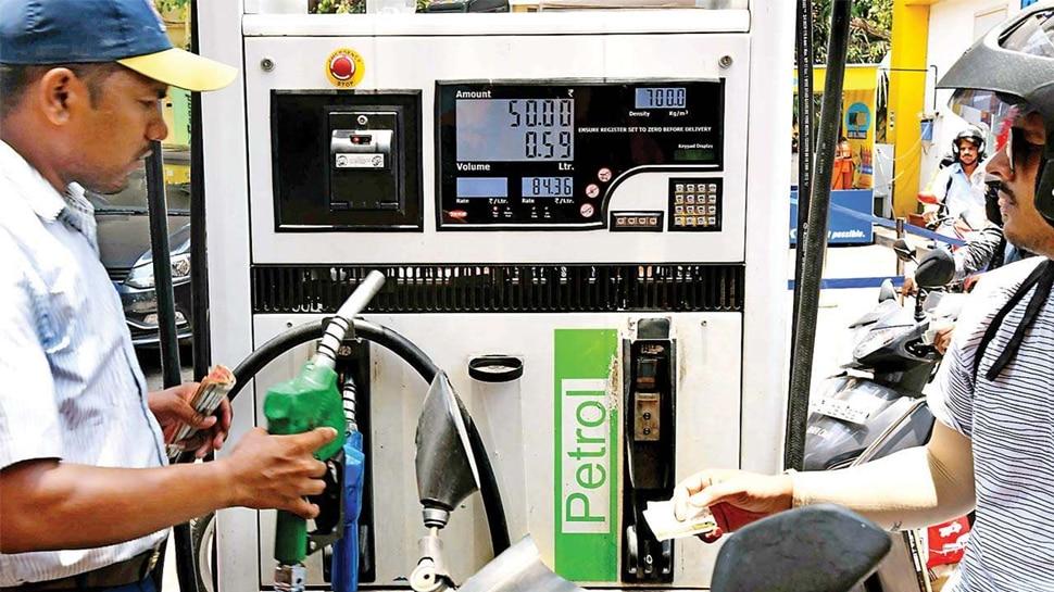 बेगूसराय DM की अनोखी पहल, हेलमेट नहीं पहने तो अब नहीं मिलेगा पेट्रोल पंप पर तेल