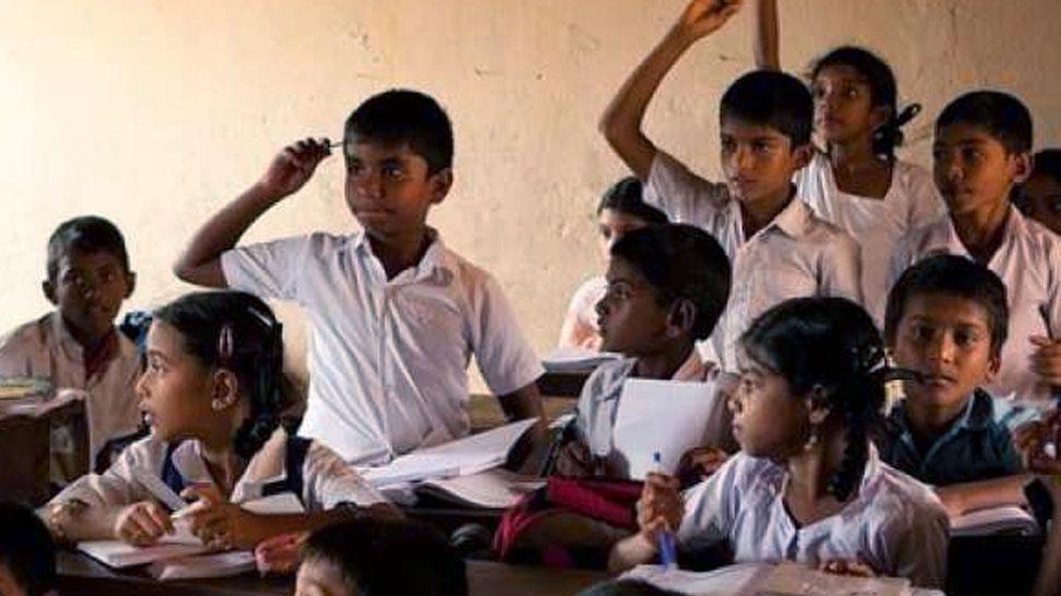 उदयपुर में सरकारी स्कूलों के इंग्लिश मीडियम हो जाने से कई छात्र परेशान