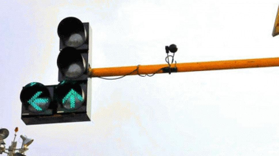 अजमेर: ट्रैफिक लाइट में आई खराबी को दूर करने के लिए सड़क पर खुद आए विधायक जी