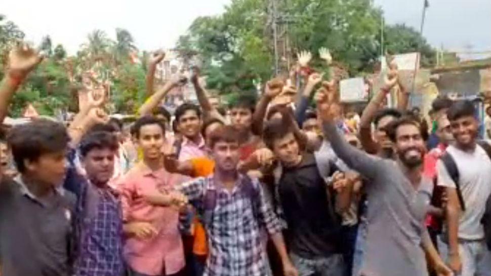 देवघर: एनसीसी के विरोध में छात्रों ने किया हंगामा, पैसे लेकर बहाली का आरोप