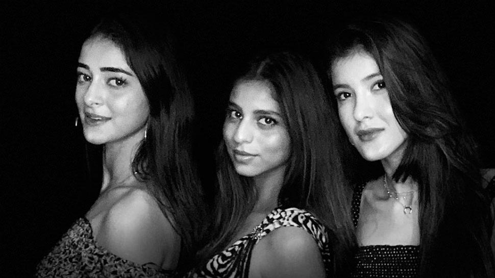 PHOTO: शाहरुख खान ने क्लिक की BFF की फोटो, देखिए सुहाना-अनन्या और शनाया का अंदाज