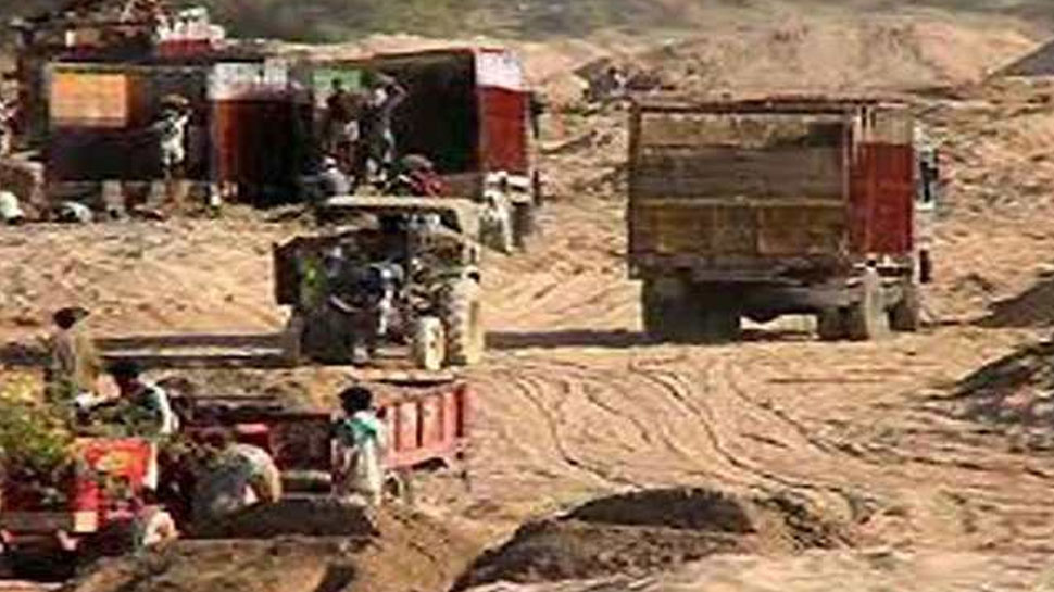 पाली: अवैध बजरी का परिवहन करते सुमेरपुर पुलिस ने 4 ट्रैक्टर किया जब्त, जांच जारी