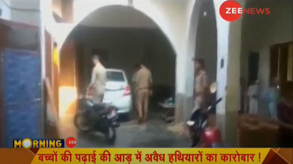 बिजनौर: मदरसे में पुलिस ने की छापेमारी, अवैध हथियार बरामद, 6 गिरफ्तार