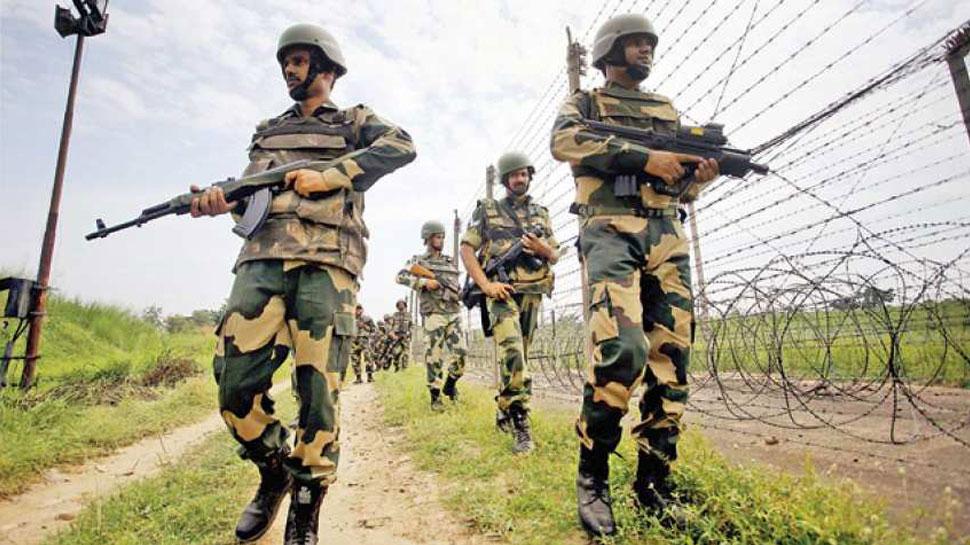पश्चिम बंगाल: बांग्लादेशी तस्करों ने बीएसएफ के जवान पर किया बम से हमला, हालत नाजुक