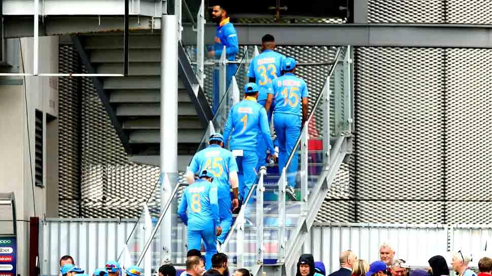 World Cup 2019: हार के बाद मैनचेस्टर में फंसे भारतीय खिलाड़ी, घर लौटने का इंतजार बढ़ा