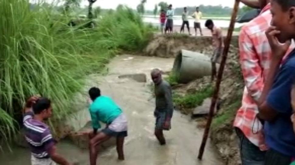 गोपालगंजः पहली बारिश में बह गया प्रधानमंत्री सड़क योजना के तहत बना पुलिया, टूटा गांव का संपर्क