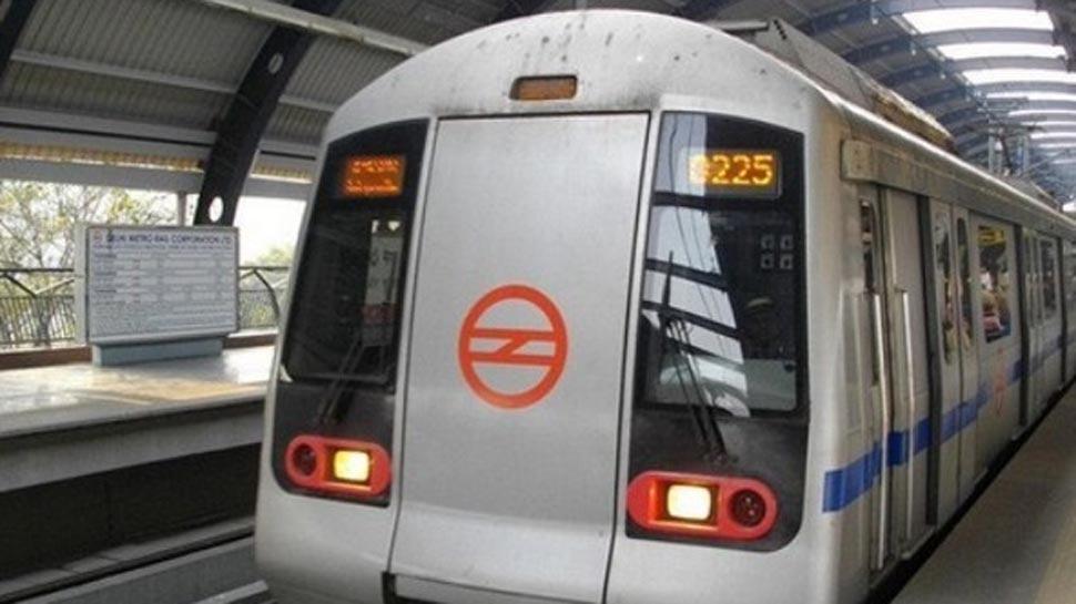 दिल्ली मेट्रो की मेजेंटा लाइन सेवा बाधित, आरके पुरम स्टेशन पर 20 मिनट तक फंसे रहे यात्री