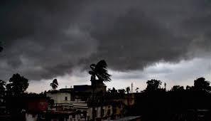 बिहार: पटना और आसपास के इलाकों में छाए बादल, बारिश के आसार